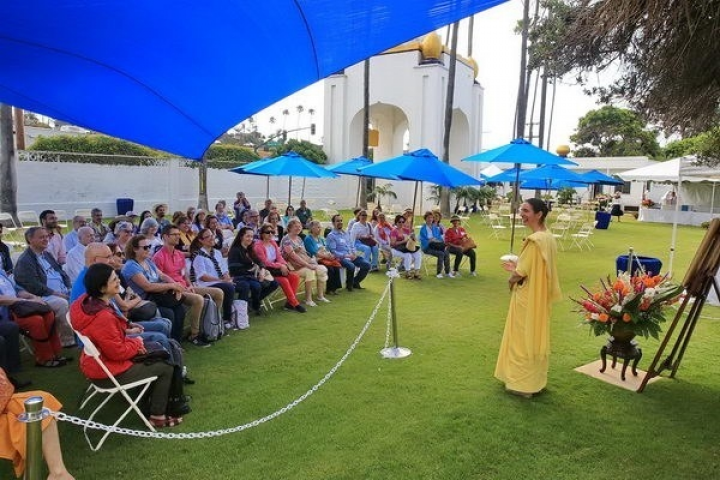 Ep C Crowd Listening To A Presentation On Paramahansa Yoganandas Life 087 C 1818 Bf 0983 Exp