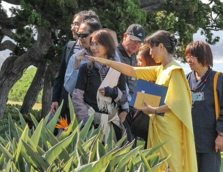 Ep C Brahmacharini Kazumi Leads Japanese Speaking Members On A Tour Of The Meditation Gardens 089 C 1818 Bf 1847 Exp