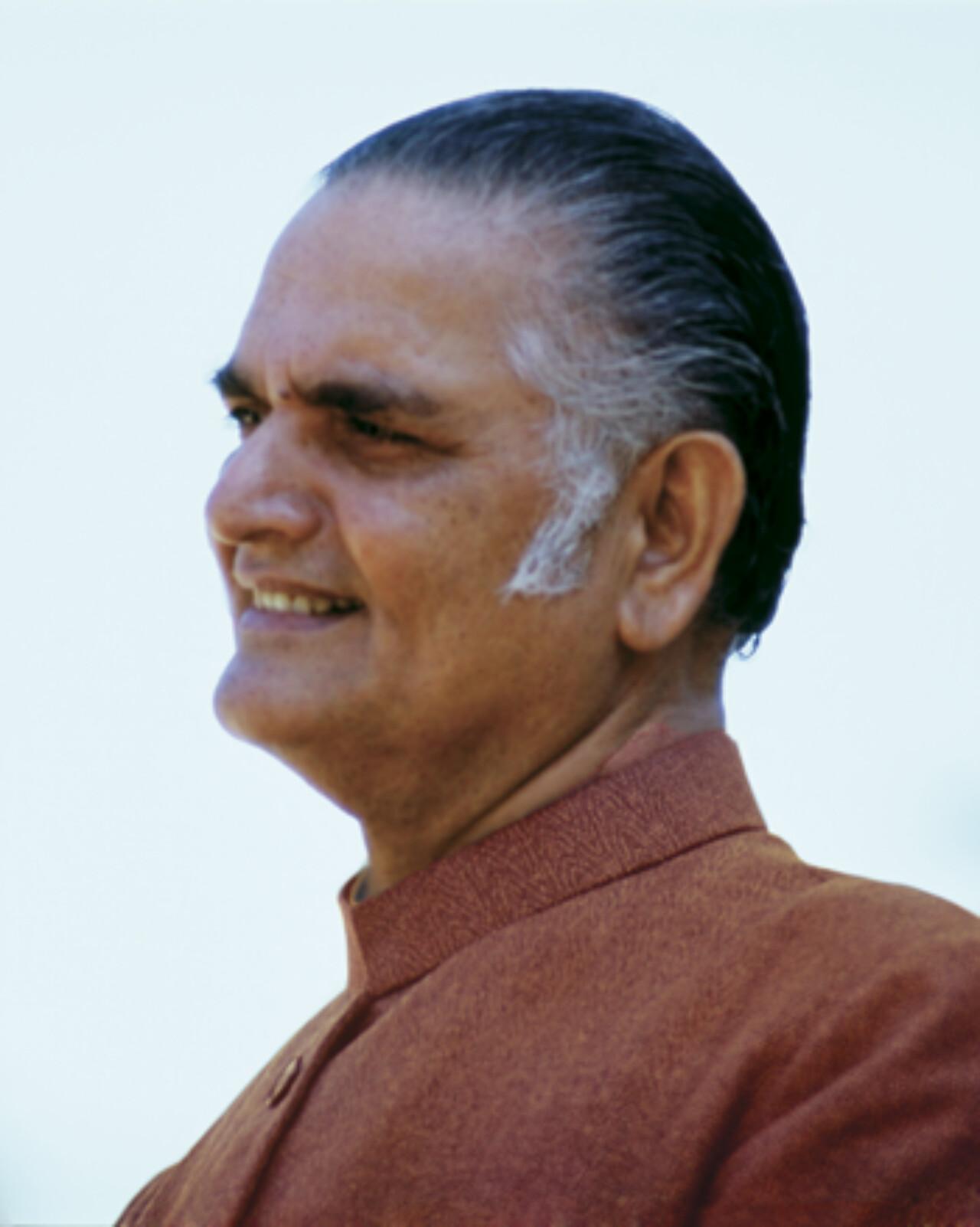 Swami Shyamananda Giri