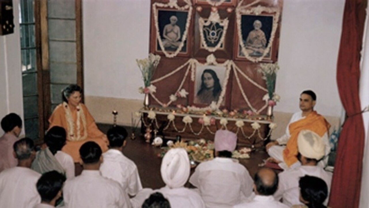 Sri Daya Mata Conducts A Kriya Yoga Initiation Ceremony