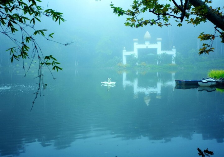 Lake Shrine Mist On Lake 1280 Px Ls 4656Adjust Lab Compressed